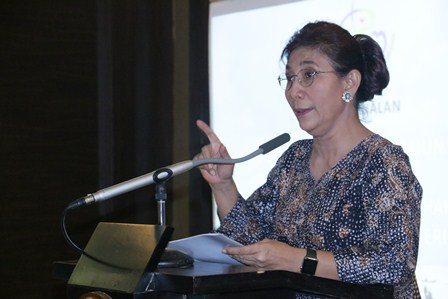 Minister of Maritime Affairs and Fisheries, Susi Pudjiastuti, Signs a Regulation on Fisheries Human Rights System and Certification.