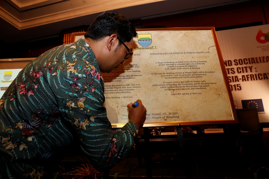 Commemorative Signing of Panel of Support on Bandung Declaration of a Human Rights City will be conducted at the same time with the 60th anniversary of the Asia-Africa Conference commemoration that will be held in Bandung.